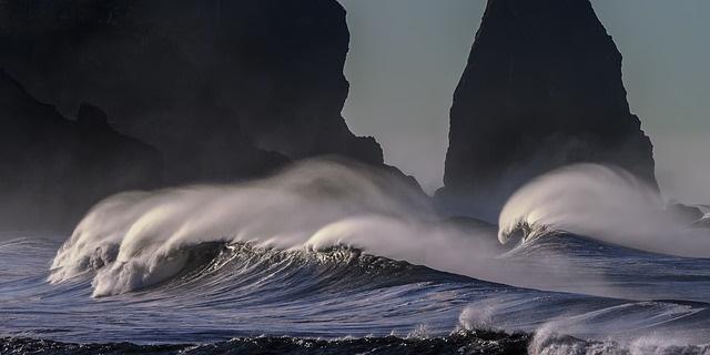 Waves breaking on shore